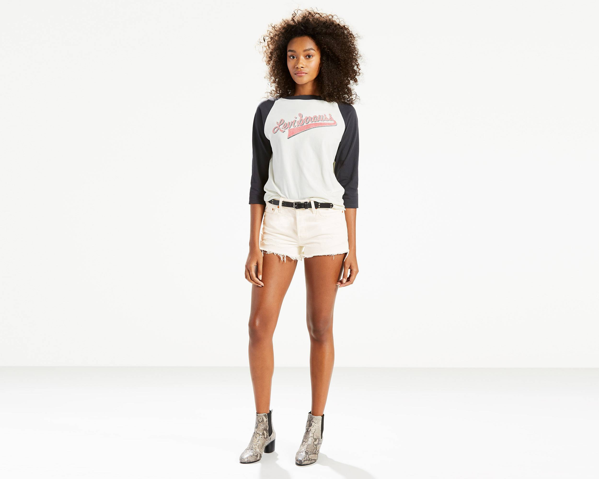 http://lsco1.scene7.com/is/image/lsco/Levi/clothing/323170057-front-pdp.jpg?$2500x2000$