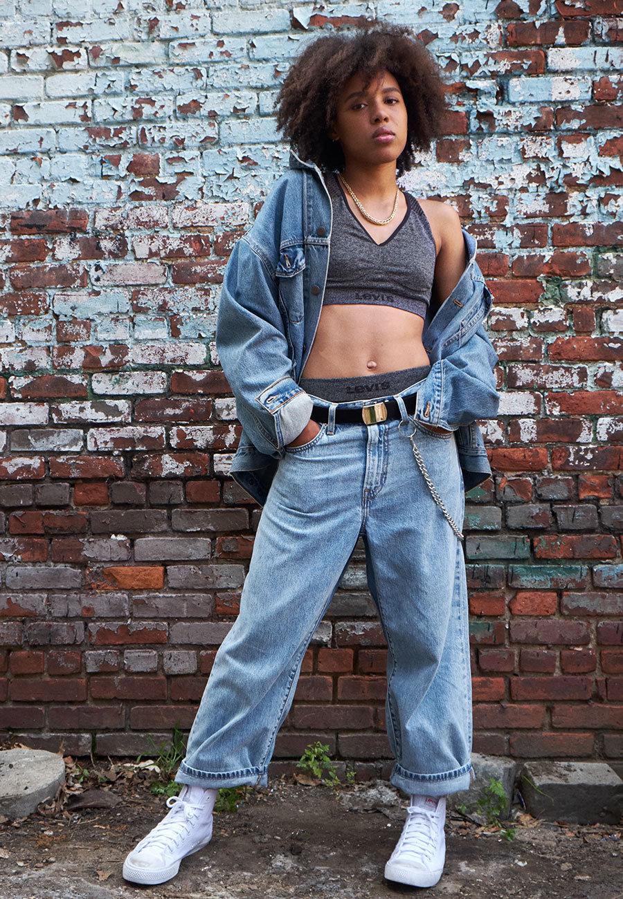 Woman wearing levis Jeans