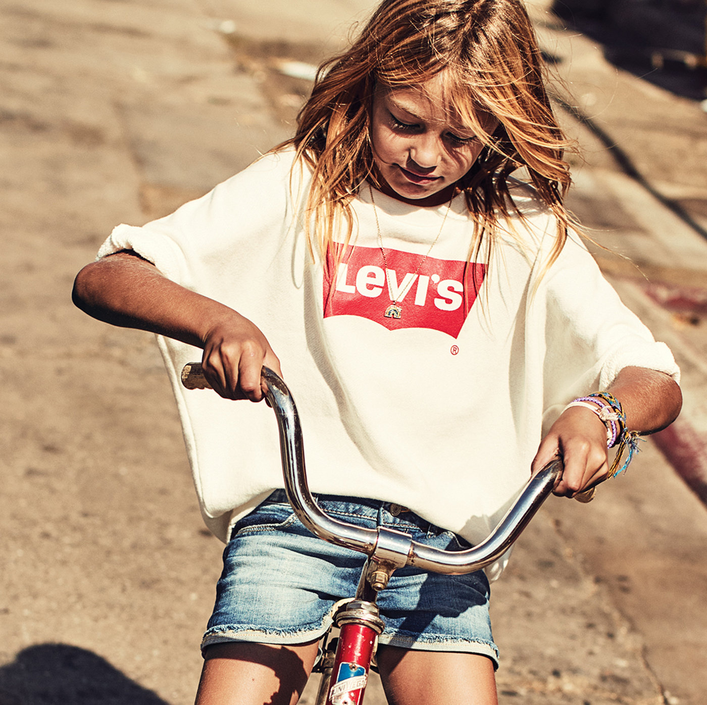 026681e776be8 Girl wearing levis Jeans