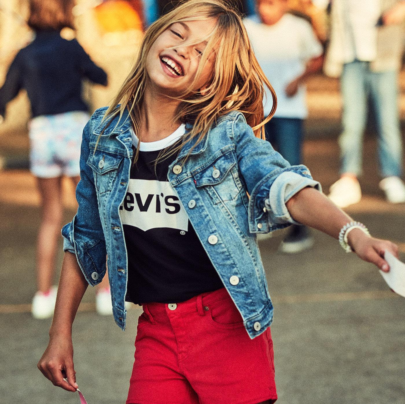 Girl wearing levis Jeans
